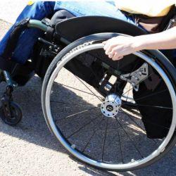 Se reduc din legislatia UE drepturi ale persoanelor cu handicap